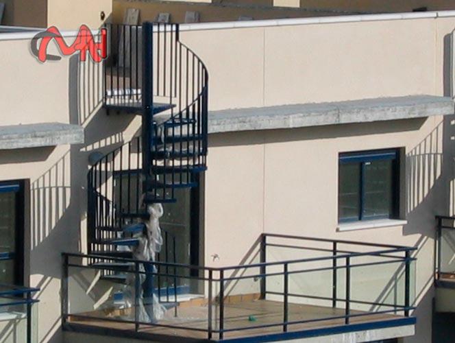 Escaleras caracol de acero galvanizado cerrajer as en madrid - Escaleras de caracol metalicas ...