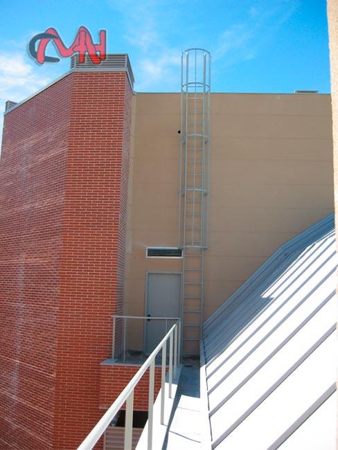 Escaleras exteriores acero galvanizado cerrajer as en madrid for Escaleras de exterior metalicas