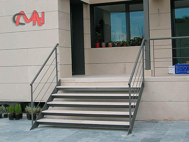 Escaleras exteriores acero galvanizado cerrajer as en madrid for Escaleras exteriores