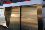 Puerta acero inoxidable en Torres Tokio