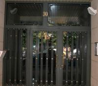 puerta acero portal