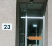 Puerta con cristal templado