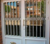 puertas acero portal edificio