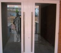 portal con puerta acero