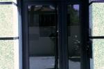 portal con puerta aluminio