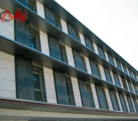rejas mallorquinas orientables en edificio