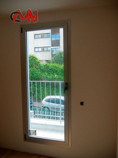Ventanas oscilobatientes aluminio cerrajer as en madrid for Puerta oscilobatiente