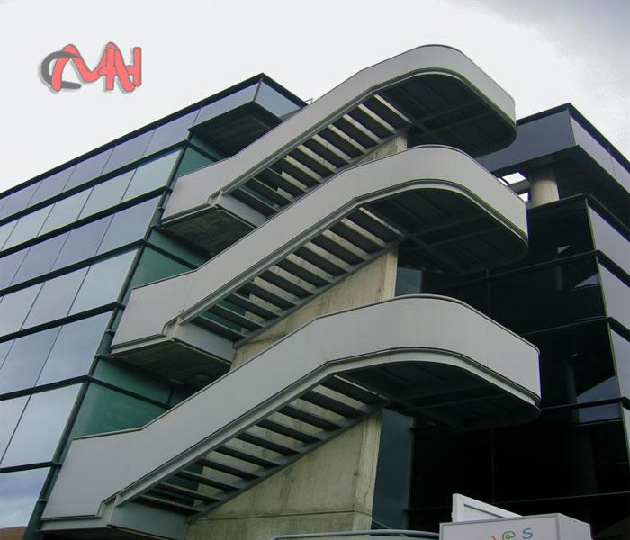 Escaleras de exterior zinka escalera exterior en tramex for Exterior edificios