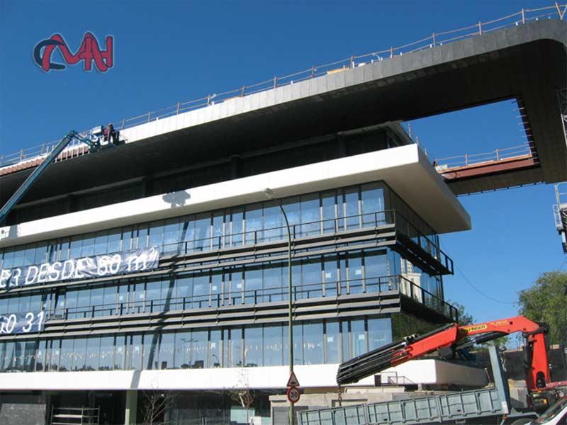 Estructuras metálicas en edificio