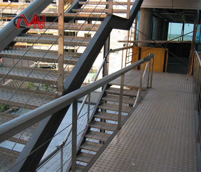 Escalera exterior en edificio