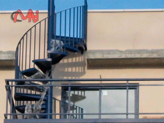 Escaleras exteriores acero galvanizado cerrajer as en madrid for Gradas para exteriores