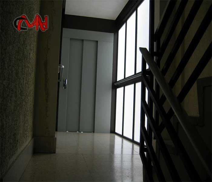 Puerta acero de ascensor