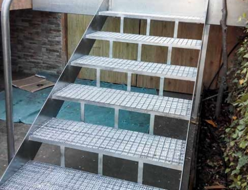 Escalera exterior en tramex