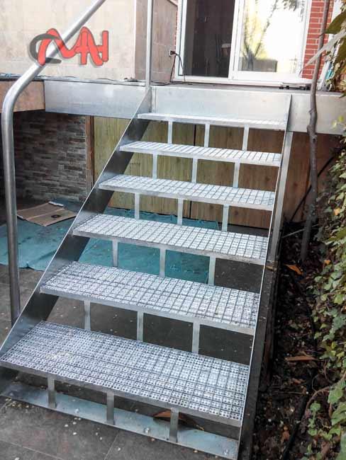 Escaleras archivos cerrajer as martinez e hijos s a for Escalera exterior de acero galvanizado precio