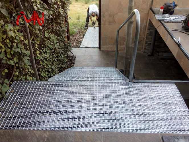 Escaleras exterior escalera exterior acero galvanizado for Escalera exterior de acero galvanizado precio