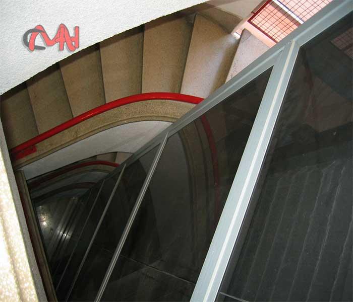 Ascensor en el hueco de la escalera
