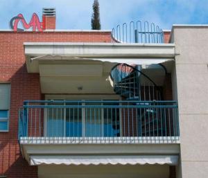 Escalera caracol en terraza