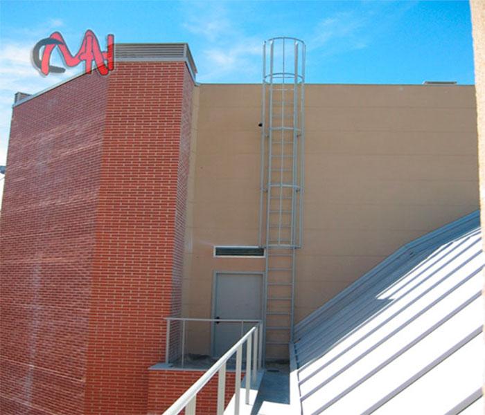 Escalera exterior para azotea