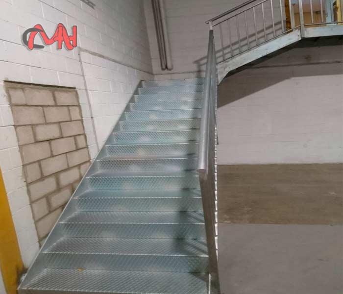 Escaleras interiores, acero galvanizado