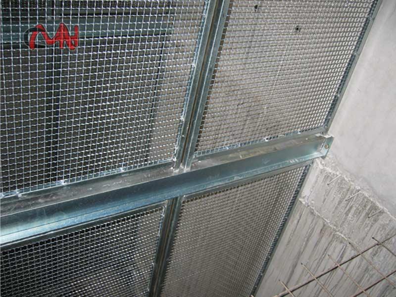 Estructuras-metálicas en-ascensor